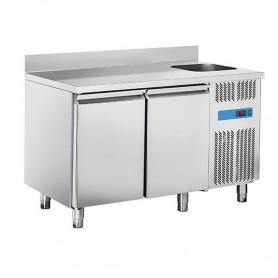 Tavolo Refrigerato in Acciaio INOX - 1320x700x850h mm - [0 +8C°] - Due Porte con Vasca e Alzatina