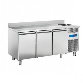 Tavolo Refrigerato in Acciaio INOX - 1780x700x950h mm - [0 +8C°] - Tre Porte con Vasca e Alzatina