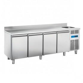 Tavolo Refrigerato in Acciaio INOX - 2240x700x950h mm - [0 +8C°] - Quattro Porte con Vasca e Alzatina